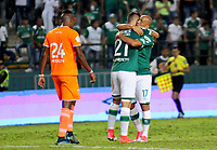 PALMIRA - COLOMBIA-08-07-2017: Jugadores del Cali y Envigado después del partido entre el Deportivo Cali y Envigado FC por la fecha 1 de la Liga Aguila II 2017 jugado en el estadio Palmaseca de Cali. / Players of Cali and Envigado after the match between Deportivo Cali and Envigado FC for the date 1 of the Aguila League II 2017 played at Palmaseca stadium in Calii.  Photo: VizzorImage/ Nelson Rios /Cont