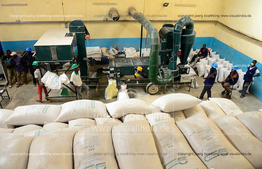 BURKINA FASO, Bobo Dioulasso,  company Nafaso hybrid seed production and trade, Hybrid rice seeds / Hybrid Reis Saatgut der Firma Nafaso, Saatgutherstellung und mobile Reisreinigungsanlage