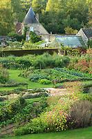 Les Jardins du château de Valmer : le potager, la serre et une des deux tourelles d'angle (mention obligatoire Château de Valmer)