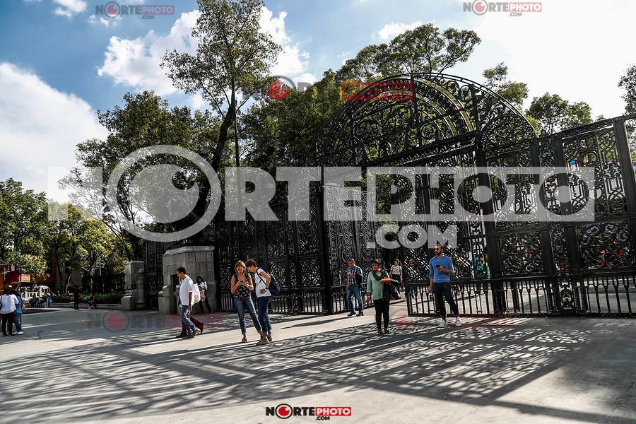 Bars of the forest of Chapultepec. Urban park in the city of Mexico.<br /> (Photo: Luis Gutierrez / NortePhoto.com).<br /> <br /> Rejas del bosque de chapultepec. parque urbano en la ciudad de méxico.<br /> (Foto: Luis Gutierrez / NortePhoto.com).
