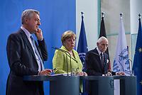 Gemeinsame Presseunterrichtung nach dem Gespraech von Bundeskanzlerin Merkel mit dem Hohen Fluechtlingskommissar der Vereinten Nationen (UNHCR), Filippo Grandi (links), und dem Generaldirektor der Internationalen Organisation fuer Migration (IOM), William Lacy Swing (rechts) am Freitag den 11. August 2017 im Bundeskanzleramt.<br /> 11.8.2017, Berlin<br /> Copyright: Christian-Ditsch.de<br /> [Inhaltsveraendernde Manipulation des Fotos nur nach ausdruecklicher Genehmigung des Fotografen. Vereinbarungen ueber Abtretung von Persoenlichkeitsrechten/Model Release der abgebildeten Person/Personen liegen nicht vor. NO MODEL RELEASE! Nur fuer Redaktionelle Zwecke. Don't publish without copyright Christian-Ditsch.de, Veroeffentlichung nur mit Fotografennennung, sowie gegen Honorar, MwSt. und Beleg. Konto: I N G - D i B a, IBAN DE58500105175400192269, BIC INGDDEFFXXX, Kontakt: post@christian-ditsch.de<br /> Bei der Bearbeitung der Dateiinformationen darf die Urheberkennzeichnung in den EXIF- und  IPTC-Daten nicht entfernt werden, diese sind in digitalen Medien nach §95c UrhG rechtlich geschuetzt. Der Urhebervermerk wird gemaess §13 UrhG verlangt.]