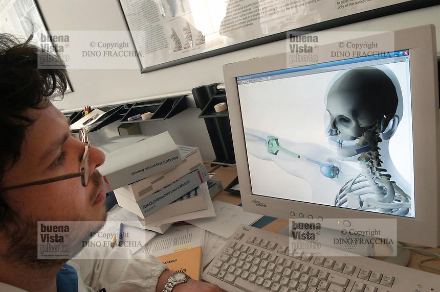 - Orthopaedic Institute Galeazzi, images in 3D of prosthesis on monitor of  computer....- Istituto Ortopedico Galeazzi, immagini in 3D di protesi su monitor del computer