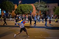 BOGOTA - COLOMBIA, 25-05-2021: Un manifestante arroja una piedra al ESMAD (Escuadrón Móvil Antidisturbios de la Policía)durante los disturbios en el sector de las Américas de la ciudad de Bogotá durante el día 28 del Paro Nacional en Colombia hoy, 25 de mayo de 2021, para protestar contra el gobierno de Ivan Duque además de la precaria situación social y económica que vive Colombia. El paro fue convocado por sindicatos, organizaciones sociales, estudiantes y la oposición. / A protester throws a stone at the ESMAD (Police Anti-Riot Mobile Squad) during the riots at Portal Las Americas sector of the city of Bogota during the day 28 of the National strike in Colombia today, May 25, 2021, to protest against the government of Ivan Duque in addition to the precarious social and economic situation that Colombia is experiencing. The strike was called by unions, social organizations, students and the opposition in Colombia. Photo: VizzorImage / Diego Cuevas / Cont