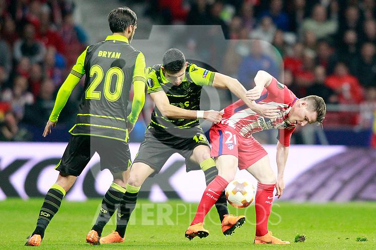 Atletico de Madrid's Kevin Gameiro (r) and Sporting Clube de Portugal's Rodrigo Battaglia (c) and Bryan Ruiz during Europa League Quarter-finals, 1st leg. April 5,2018. (ALTERPHOTOS/Acero)