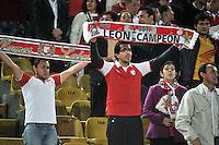 BOGOTA - COLOMBIA - 24-03-2015: Hinchas de Independiente Santa Fe, animan a su equipo durante partido aplazado por la fecha 6 entre Independiente Santa Fe y Deportivo Independiente Medellin de la Liga Aguila I-2015, en el estadio Nemesio Camacho El Campin de la ciudad de Bogota.  / Fans of Independiente Santa Fe cheer for their team during a postponed match of the 6 date between Independiente Santa Fe and Deportivo Independiente Medellin for the Liga Aguila I -2015 at the Nemesio Camacho El Campin Stadium in Bogota city, Photo: VizzorImage / Luis Ramirez / Staff.
