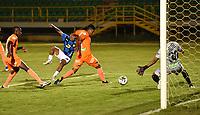 TUNJA- COLOMBIA, 23-03-2021:Nelino Tapia de Boyacá Chicó convierte el gol de su equipo durante partido por la fecha 14 entre Boyacá  Chicó y  Envigado como parte de la Liga BetPlay DIMAYOR 2021 jugado en el estadio  La Independencia  de la ciudad de Tunja/ Nelino Tapia of  Boyaca Chico scores the goal of his team during match for the date 14  between Boyaca Chico and La Equidad  BetPlay DIMAYOR League I 2021 played at  La Independencia   stadium in Tunja city. Photo: VizzorImage / Macgiver Baron / Contribuidor