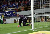 BOGOTA - COLOMBIA -17 -10-2015: David Silva (Fuera de Cuadro), jugador de Millonarios, anota gol a Willian Buenaños, portero de Jaguares FC, durante partido entre Millonarios y Jaguares FC, por la fecha 16 de la Liga Aguila II-2015, jugado en el estadio Nemesio Camacho El Campin de la ciudad de Bogota. / David Silva (Out of Pic) player of Millonarios scored a goal to Willian Buenaños goalkeeper of Jaguares FC, during a match between Millonarios and Jaguares FC, for the date 16 of the Liga Aguila II-2015 at the Nemesio Camacho El Campin Stadium in Bogota city. Photo: VizzorImage / Luis Ramirez / Staff.