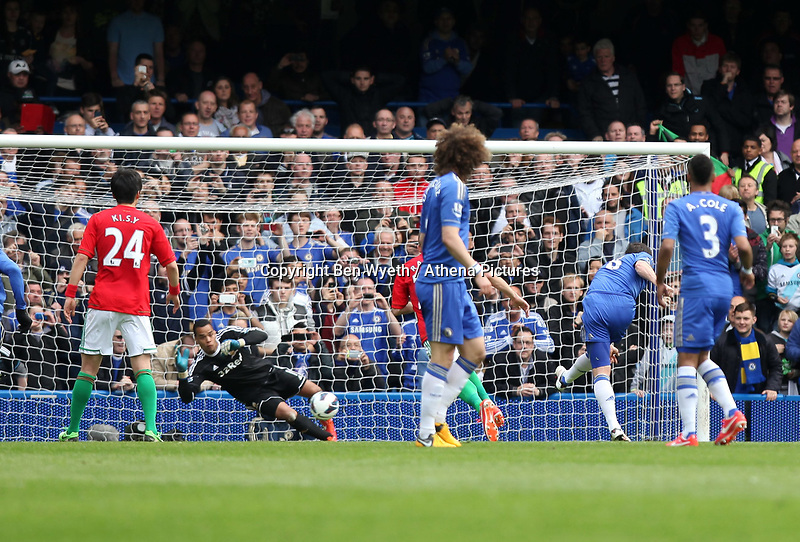Pictured: Frank Lampard scores a penalty to make the score two nil<br /> Barclays Premier League, Chelsea FC (blue) V Swansea City,<br /> 28/04/13