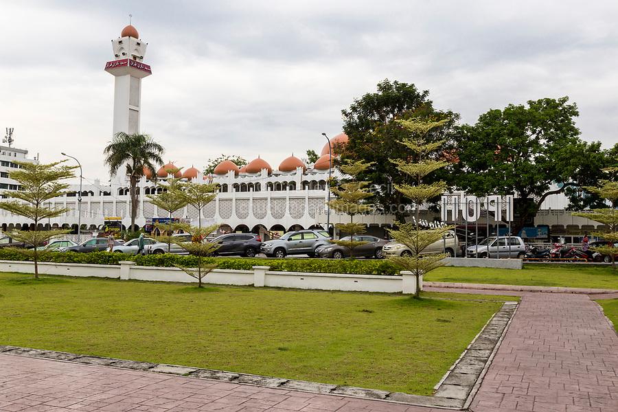 Ipoh, Malaysia.  Masjid (Mosque) Sultan Idris Shah II, Masjid Negeri Perak.