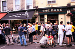Duke of Wellington pub, Elgin Cresent, off Portobello Road, Notting Hill, London. Crowds of Saturday lunch time drinkers on the pavement. 1990s  1999.