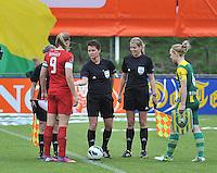 KNVB Beker Finale : ADO Den Haag - FC Twente : scheidsrechters Nicolet Bakker , Sjoukje De Jong en Fijke Hoogendijk met Anouk Dekker en Lucienne Reichardt<br /> foto DAVID CATRY / Nikonpro.be