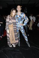 SÃO PAULO,SP, 23.10.2015 - FASHION-WEEK - Juliana Jabour e Dud Bertolini  momentos antes do desfile da grife Amapô durante o São Paulo Fashion Week (SPFW), em São Paulo (SP), nesta sexta-feira (23). (Foto: Paduardo/Brazil Photo Press)