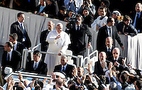 Papa Francesco saluta i fedeli prima della messa per l'inizio del suo Ministero Petrino in piazza San Pietro, Citta' del Vaticano, 19 marzo 2013..Pope Francis greets faithful before to start the Mass for the beginning of his Petrine Ministry in St. Peter's square, Vatican, 19 March 2013..UPDATE IMAGES PRESS/Isabella Bonotto..STRICTLY FOR EDITORIAL USE ONLY