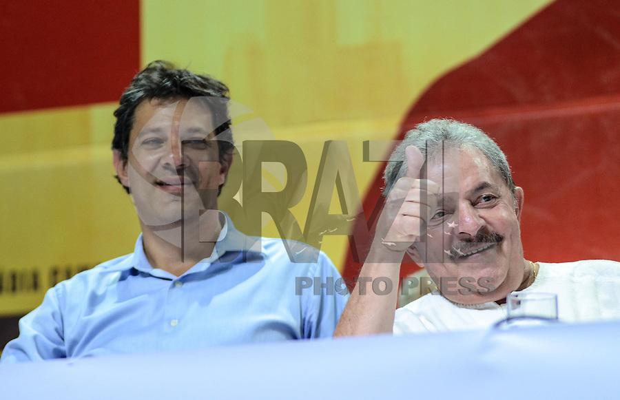 ATENÇÃO EDITOR: FOTO EMBARGADA PARA VEÍCULOS INTERNACIONAIS. SAO PAULO, 11 DE SETEMBRO DE 2012 - ELEICOES 2012 HADDAD - Candidato Fernando Haddad e o ex presidente Luis Inacio Lula da Silva durante Plenaria com Sindicalistas, na quadra dos bancarios, regiao central da capital na tarde desta terca feira. FOTO: ALEXANDRE MOREIRA - BRAZIL PHOTO PRESS