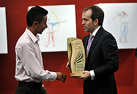 BOGOTÁ - COLOMBIA, 03-12-2018: Iván Ramiro Sosa, deportista revelación del Año 2018, por el Diario El Espectador, en ceremonia realizada en el Ecosistema Empresarial Coneccta, en la ciudad de Bogotá. / Iván Ramiro Sosa, revelation athlete of the Year 2018, by the newspaper El Espectador, in a ceremony held in the Coneccta Business Ecosystem, in the city of Bogota. Photo: VizzorImage /Luis Ramírez / Cont.