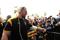 Photo: Richard Lane/Richard Lane Photography. Wasps v Leicester Tigers. Aviva Premiership. 08/01/2017. Wasps' James Haskell is greeted by the fans as he arrives for his return after injury.
