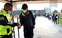 BOGOTA-COLOMBIA, 18-09-2020: Protocolos de bioseguridad previo al partido entre La Equidad y Boyaca Chico F.C. por la fecha 9 de la Liga BetPlay DIMAYOR I 2020 jugado en el estadio Metropolitano de Techo de la ciudad de Bogota. / Biosafety protocols prior a match between La Equidad and Boyaca Chico F.C. for the 9th date as part of BetPlay DIMAYOR League I 2020 played at La Equidad stadium in Palmira city. Photo: VizzorImage / Santiago Cortes / Cont.