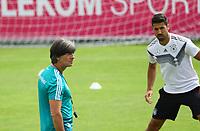 Bundestrainer Joachim Loew (Deutschland Germany) beobachtet das Training - 31.05.2018: Training der Deutschen Nationalmannschaft zur WM-Vorbereitung in der Sportzone Rungg in Eppan/Südtirol