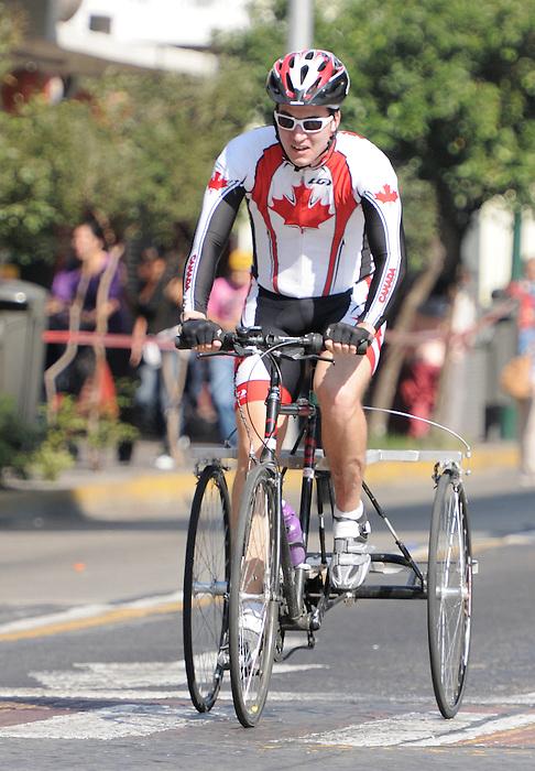 Shelley Gautier, Guadalajara 2011 - Para Cycling // Paracyclisme.<br /> Shelley Gautier competes in the road race // Shelley Gautier participe à la course sur route. 11/12/2011.