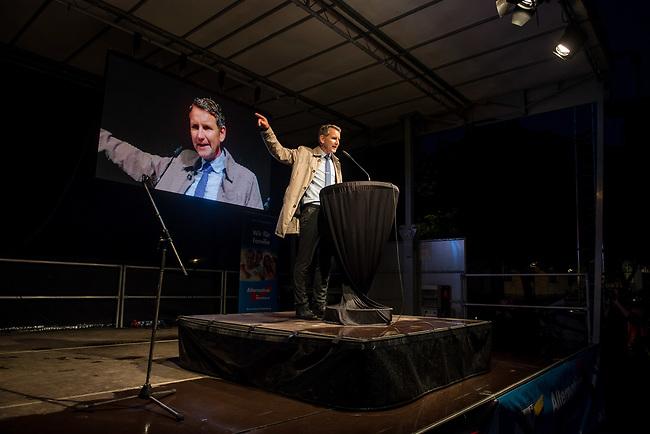 """AfD-Wahlkampfkundgebung in Magdeburg.<br /> Ca. 350 Menschen kamen zu einer Wahlkampfkundgebung der rechtsnationalistischen Alternative fuer Deutschland (AfD). Waehrend der Reden von Alexander Gauland, Bjoern Hoecke und lokalen AfDlern skandierten sie Parolen wie """"Volksverraeter"""" und """"Wir sind das Volk"""" gegen """"Die da oben"""".<br /> Im Bild: Bjoern Hoecke, Landesvorsitzender AfD Thueringen.<br /> 13.9.2017, Magdeburg<br /> Copyright: Christian-Ditsch.de<br /> [Inhaltsveraendernde Manipulation des Fotos nur nach ausdruecklicher Genehmigung des Fotografen. Vereinbarungen ueber Abtretung von Persoenlichkeitsrechten/Model Release der abgebildeten Person/Personen liegen nicht vor. NO MODEL RELEASE! Nur fuer Redaktionelle Zwecke. Don't publish without copyright Christian-Ditsch.de, Veroeffentlichung nur mit Fotografennennung, sowie gegen Honorar, MwSt. und Beleg. Konto: I N G - D i B a, IBAN DE58500105175400192269, BIC INGDDEFFXXX, Kontakt: post@christian-ditsch.de<br /> Bei der Bearbeitung der Dateiinformationen darf die Urheberkennzeichnung in den EXIF- und  IPTC-Daten nicht entfernt werden, diese sind in digitalen Medien nach §95c UrhG rechtlich geschuetzt. Der Urhebervermerk wird gemaess §13 UrhG verlangt.]"""