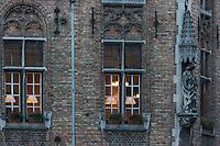 Belgique, Flandre-Occidentale, Bruges, centre historique classé Patrimoine Mondial de l'UNESCO, Place du Bourg : Burg  Détail facades des maisons // Belgium, Western Flanders, Bruges, historical centre listed as World Heritage by UNESCO, The Burg Detail facades of houses