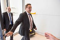 Florian Ossner (links im Bild) und Hans-Peter Friedrich (rechts), beide CSU, nach waehrend einer ausserordentlichen Sitzung der CDU/CSU-Fraktion nachdem es zwischen der CDU und der CSU zum Streit ueber den Umgang mit Fluechtlingen gab. Die Sitzung des Deutschen Bundestag wurde aufgrund dieses Streit auf Antrag der CDU/CSU-Fraktion fuer mehrere Stunden unterbrochen. Die Fraktionen von CDU und CSU tagten getrennt.<br /> 14.6.2018, Berlin<br /> Copyright: Christian-Ditsch.de<br /> [Inhaltsveraendernde Manipulation des Fotos nur nach ausdruecklicher Genehmigung des Fotografen. Vereinbarungen ueber Abtretung von Persoenlichkeitsrechten/Model Release der abgebildeten Person/Personen liegen nicht vor. NO MODEL RELEASE! Nur fuer Redaktionelle Zwecke. Don't publish without copyright Christian-Ditsch.de, Veroeffentlichung nur mit Fotografennennung, sowie gegen Honorar, MwSt. und Beleg. Konto: I N G - D i B a, IBAN DE58500105175400192269, BIC INGDDEFFXXX, Kontakt: post@christian-ditsch.de<br /> Bei der Bearbeitung der Dateiinformationen darf die Urheberkennzeichnung in den EXIF- und  IPTC-Daten nicht entfernt werden, diese sind in digitalen Medien nach ß95c UrhG rechtlich geschuetzt. Der Urhebervermerk wird gemaess ß13 UrhG verlangt.]