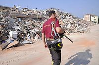 - terremoto in Emilia, macerie a  Cavezzo<br /> <br /> - Emilia earthquake, rubble in Cavezzo