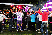 Wevelgem City - Luingne : Wevelgem wint met 3-0 en viert de promotie samen met de supporters op eigen veld.foto BART VANDENBROUCKE / VDB