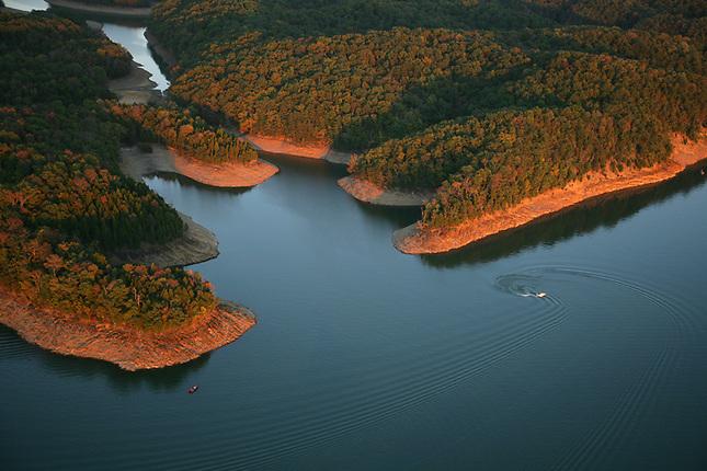 Boating on Douglas Lake