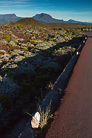 France, île de la Réunion, Parc national de La Réunion, classé Patrimoine Mondial de l'UNESCO, le Piton des Neiges depuis le volcan du Piton de la Fournaise  //   France, Reunion island (French overseas department), Parc National de La Reunion (Reunion National Park), listed as World Heritage by UNESCO, Piton des Neiges seen from the Piton de la Fournaise volcano