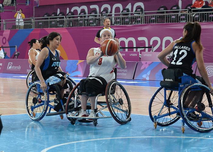 Tamara Steeves, Lima 2019 - Wheelchair Basketball // Basketball en fauteuil roulant.<br /> Women's wheelchair basketball competes against Argentina // Le basketball en fauteuil roulant féminin contre Argentine. 25/08/2019.