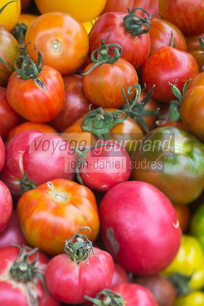 Europe/France/Pays de la Loire/44/Loire Atlantique/Assérac: Tomates bio, anciennes variétés sur le marché des producteurs //  France, Loire Atlantique, Asserac, organic tomatoes, heirloom market producers