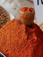 Gewürze, Chorsu-Basar in Taschkent, Usbekistan, Asien<br /> Selling spices, Chorsu-Bazaar in Tashkent, Uzbekistan, Asia