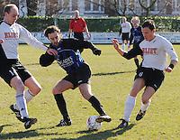 SV Kortrijk - Blauwvoet Otegem ..duel tussen Gauthier Vandenbulcke (links), Joeri Dewaele (midden) en Steven Vandebuerie (rechts)..foto VDB / BART VANDENBROUCKE