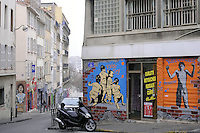 - Marsiglia, graffiti e dipinti murali nel quartiere popolare di Belsunce<br />