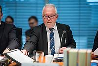 5. Sitzung des Unterausschusses des Verteidigungsausschusses des Deutschen Bundestag als 1. Untersuchungsausschuss am Donnerstag den 21. Maerz 2019.<br /> In dem Untersuchungsausschuss soll auf Antrag der Fraktionen von FDP, Linkspartei und Buendnis 90/Die Gruenen der Umgang mit externer Beratung und Unterstuetzung im Geschaeftsbereich des Bundesministeriums fuer Verteidigung aufgeklaert werden. Anlass der Untersuchung sind Berichte des Bundesrechnungshofs ueber Rechts- und Regelverstoesse im Zusammenhang mit der Nutzung derartiger Leistungen.<br /> Einziger Tagesordnungspunkt war die Konstituierung des Unterausschusses als Untersuchungsausschuss.<br /> Im Bild: Wolfgang Hellmich, Ausschussvorsitzender, SPD.<br /> 21.3.2019, Berlin<br /> Copyright: Christian-Ditsch.de<br /> [Inhaltsveraendernde Manipulation des Fotos nur nach ausdruecklicher Genehmigung des Fotografen. Vereinbarungen ueber Abtretung von Persoenlichkeitsrechten/Model Release der abgebildeten Person/Personen liegen nicht vor. NO MODEL RELEASE! Nur fuer Redaktionelle Zwecke. Don't publish without copyright Christian-Ditsch.de, Veroeffentlichung nur mit Fotografennennung, sowie gegen Honorar, MwSt. und Beleg. Konto: I N G - D i B a, IBAN DE58500105175400192269, BIC INGDDEFFXXX, Kontakt: post@christian-ditsch.de<br /> Bei der Bearbeitung der Dateiinformationen darf die Urheberkennzeichnung in den EXIF- und  IPTC-Daten nicht entfernt werden, diese sind in digitalen Medien nach §95c UrhG rechtlich geschuetzt. Der Urhebervermerk wird gemaess §13 UrhG verlangt.]