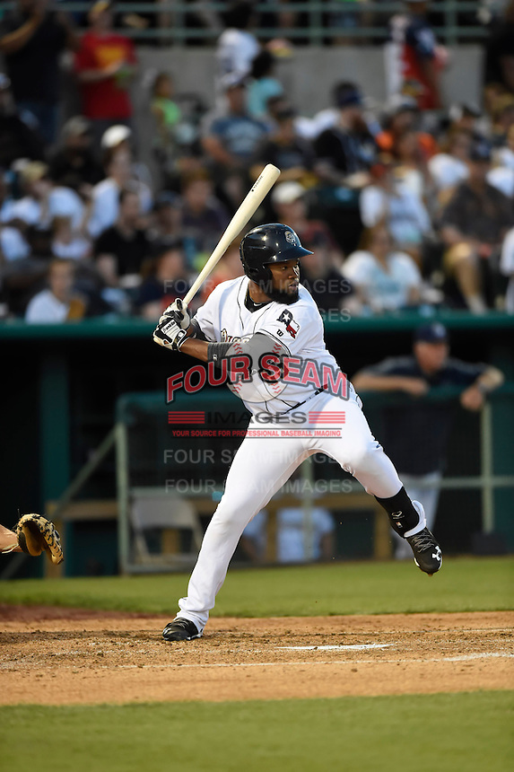 ***Temporary Unedited Reference File***San Antonio Missions right fielder Yeison Asencio (25) during a game against the Midland RockHounds on April 22, 2016 at Nelson W. Wolff Municipal Stadium in San Antonio, Texas.  San Antonio defeated Midland 8-4.  (Mike Janes/Four Seam Images)