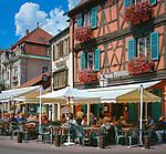 France, Alsace, Haut-Rhin, Colmar: Cafes at Place d'Unterlinden | Frankreich, Elsass, Haut-Rhin, Colmar: Cafes am Place d'Unterlinden