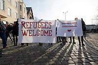 Mehrere tausend Menschen protestierten am Samstag den 18. Januar 2014 in Magdeburg gegen eine Demonstration von ca. 700 Neonazis. Die Nazis demonstrierten in Gedenken an die Bombardierung von Magdeburg am 16.1.1945 durch die Alliierten.<br />Die Polizei verhinderte erfolgreich alle Blockadeversuche der Gegendemonstranten. Dafür waren Polizeieinheiten aus Berlin, Niedersachsen, Sachsen und Hessen nach Magdeburg beordert worden.<br />Im Bild: Teilnehmer einer Protestkundgebung am Bahnhof Magdeburg-Neustadt.<br />18.1.2014, Magdeburg<br />Copyright: Christian-Ditsch.de<br />[Inhaltsveraendernde Manipulation des Fotos nur nach ausdruecklicher Genehmigung des Fotografen. Vereinbarungen ueber Abtretung von Persoenlichkeitsrechten/Model Release der abgebildeten Person/Personen liegen nicht vor. NO MODEL RELEASE! Don't publish without copyright Christian-Ditsch.de, Veroeffentlichung nur mit Fotografennennung, sowie gegen Honorar, MwSt. und Beleg. Konto:, I N G - D i B a, IBAN DE58500105175400192269, BIC INGDDEFFXXX, Kontakt: post@christian-ditsch.de<br />Urhebervermerk wird gemaess Paragraph 13 UHG verlangt.]