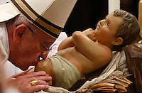 Papa Francesco celebra la messa della Notte di Natale, nella Basilica di San Pietro, Citta' del Vaticano, 24 dicembre 2013.<br /> Pope Francis kisses the statuette of Jesus child at the end of the Christmas Eve mass in St. Peter's Basilica, Vatican, 24 December 2013.<br /> UPDATE IMAGES PRESS/Riccardo De Luca<br /> <br /> STRICTLY ONLY FOR EDITORIAL USE