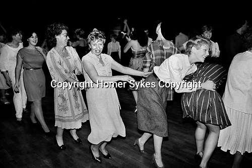 Conga Line all only girls women dancing together 1980s London Uk. Ballroom private hen party England 1983.