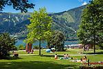 Oesterreich, Salzburger Land, bei Thumersbach: Strandbad und Liegewiese am Zeller See | Austria, Salzburger Land, near Thumersbach: lido and sunbathing area at Zeller Lake
