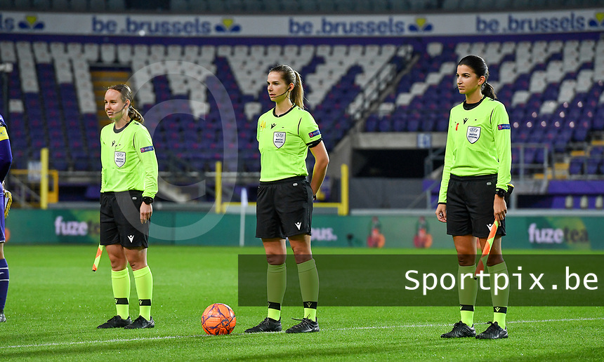 Swiss referees pictured with Sabrina Keinersdorfer , Michele Schmolzer (middle) and Emilie Aubry during a female soccer game between RSC Anderlecht Dames and Northern Irish Linfield Ladies  in the first qualifying round for the Uefa Womens Champions League of the 2020 - 2021 season , Wednesday 4 th of November 2020  in ANDERLECHT , Belgium . PHOTO SPORTPIX.BE | SPP | DAVID CATRY
