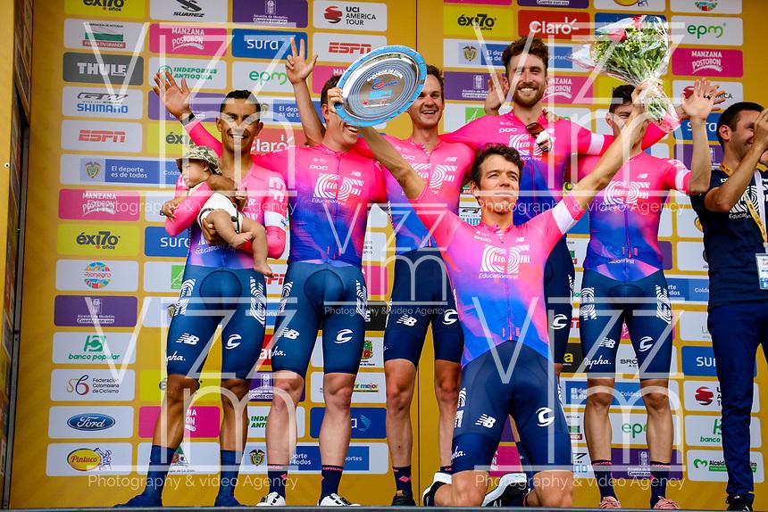 MEDELLIN - COLOMBIA, 12-02-2019: Rigoberto Uran (COL) Team EF Education First - DRAPAC celebra como líder de la clasificación general después de la primera etapa, contrarreloj por equipos de 14 Km, como parte del Tour Colombia 2.1 2019 que se disputó por las calles de la ciudad de Medellín . / Rigoberto Uran (COL) Team EF Education First - DRAPAC after the first stage, time trial by teams of 14 km, as part of Tour Colombia 2.1 2019 that ran through the streets of Medellin. Photo: VizzorImage / Anderson Bonilla / Cont