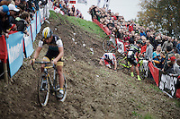 Tom Meeusen (BEL/Telenet-Fidea) gets through the end of this tricky slope as race leader as Sven Nys (BEL/Crelan-AAdrinks) crashes just ahead of him into the barricades and 3rd Laurens Sweeck (BEL/ERA-Murprotec) tumbles over Nys in the process<br /> <br /> Jaarmarktcross Niel 2015  Elite Men & U23 race