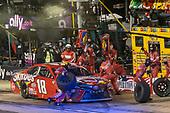 #18: Kyle Busch, Joe Gibbs Racing, Toyota Camry Skittles pit stop