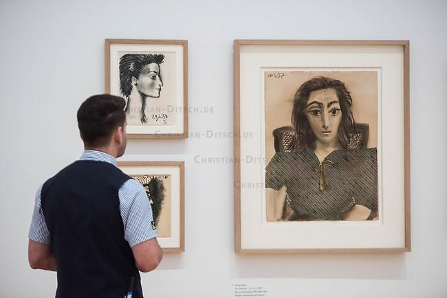 """Die Ausstellung """"Picasso. Das spaete Werk"""" wird vom 9. Maerz bis 16. Juni 2019 im Potsdamer Museum Barberini gezeigt.  Alle Leihgaben, Gemaelde, Keramiken, Skulpturen und Graphiken von Pablo Picasso (1881–1973), stammen aus der Sammlung Jacqueline Picasso (1927–1986).<br /> In der von Gastkurator Bernardo Laniado-Romero getroffenen Auswahl befinden sich zahlreiche Werke, die erstmalig in Deutschland gezeigt werden sowie einige, die zum ersten Mal in einem Museum praesentiert werden.<br /> Im Bild: <br /> 7.3.2019, Potsdam<br /> Copyright: Christian-Ditsch.de<br /> [Inhaltsveraendernde Manipulation des Fotos nur nach ausdruecklicher Genehmigung des Fotografen. Vereinbarungen ueber Abtretung von Persoenlichkeitsrechten/Model Release der abgebildeten Person/Personen liegen nicht vor. NO MODEL RELEASE! Nur fuer Redaktionelle Zwecke. Don't publish without copyright Christian-Ditsch.de, Veroeffentlichung nur mit Fotografennennung, sowie gegen Honorar, MwSt. und Beleg. Konto: I N G - D i B a, IBAN DE58500105175400192269, BIC INGDDEFFXXX, Kontakt: post@christian-ditsch.de<br /> Bei der Bearbeitung der Dateiinformationen darf die Urheberkennzeichnung in den EXIF- und  IPTC-Daten nicht entfernt werden, diese sind in digitalen Medien nach §95c UrhG rechtlich geschuetzt. Der Urhebervermerk wird gemaess §13 UrhG verlangt.]"""
