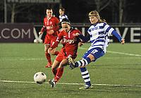 AA GENT LADIES - FC TWENTE :<br /> Duel tussen Jessie Taets (R) en Marthe Munsterman (L)<br /> foto Dirk Vuylsteke / Nikonpro.be
