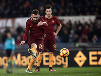 Calcio, Serie A: Roma vs Milan. Roma, stadio Olimpico, 12 dicembre 2016.<br /> Roma's Daniele De Rossi kicks a free kick during the Italian Serie A football match between Roma and AC Milan at Rome's Olympic stadium, 12 December 2016.<br /> UPDATE IMAGES PRESS/Isabella Bonotto