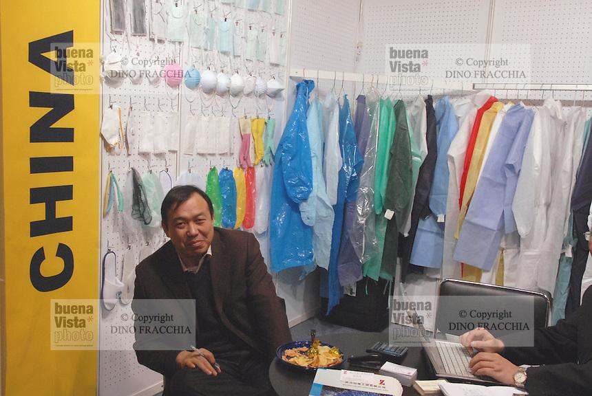 - Sicurtech, security and safety fair, Chinese industry for the production of protective work clothes....- Sicurtech, fiera della sicurezza, industria cinese per la produzione di indumenti da lavoro protettivi